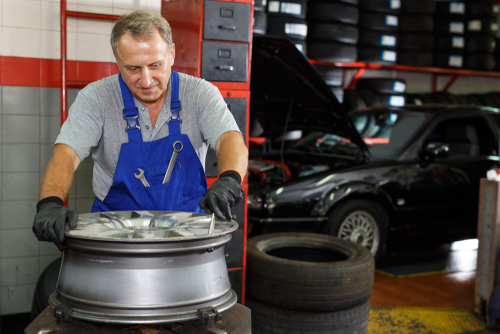 The 4 Most Common Signs of Bent Rims that Require Fast and Efficient Alloy Rim Repairs article image by Platinum Wheel Repairs